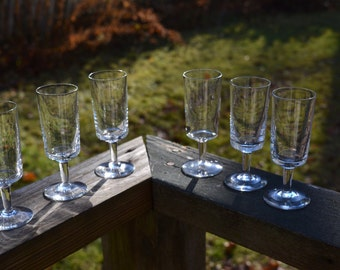Set of 6 Tiny Cordial Clear Glass Stemware.  Columnar Aperitif Wine Glass.   Mid Century Barware. VG128