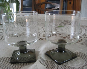 Set of 2 Vintage 4oz. juice glasses, Smokey Topaz feet
