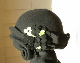 Black. Cloche. Hat. Wool. Felt. Vintage. Style. 1920s. heart. Green.