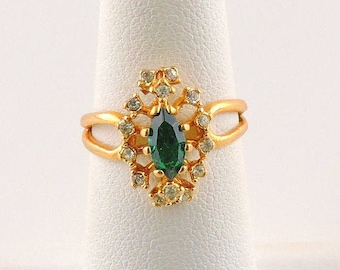 Size 6 Gold Tone .50ct Green Marquise Rhinestone Ring With Accent Stones