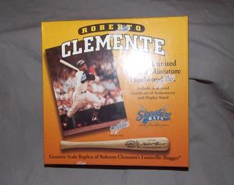 Roberto Clemente 1996 Signature mini bat set