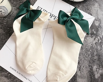 Glamorous thin socks with cute bow! Green white sock and bow