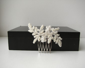 Bridal lace hair comb Hairpiece Ivory floral wedding comb Beaded lace