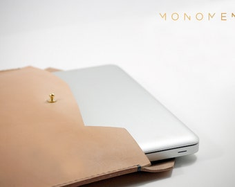 """13"""" Hand stitched, simple and sleek leather and brass laptop sleeve. Minimal and nice 13"""" Macbook case design. Leather cover, leather sleeve"""