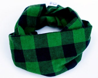 Flannel baby infinity scarf, Forest green baby scarf, Plaid toddler scarf, Green scarf with snaps, Green checkered baby cowl, Lumberjack bib