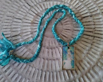 Colabrative necklace