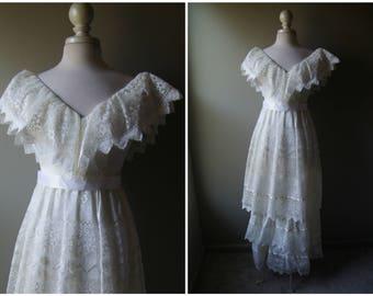 Vintage 70's Boho Wedding Dress Bohemian Medium Small White Gown Wedding Beach Wedding Country Bridal Gown Lace Dress Bride Photo Shoot