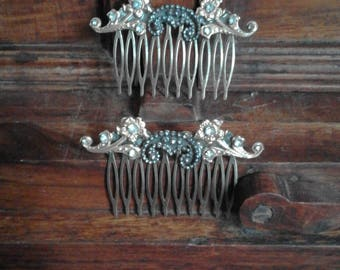 Pair of combs Belle Epoque brass with steel spikes and flowers and white rhinestones