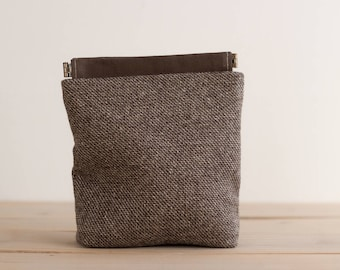Charger case, Cosmetic pouch, Ditty bag, Make-up Case, Travel pouch, Mouse case / Brown tweed