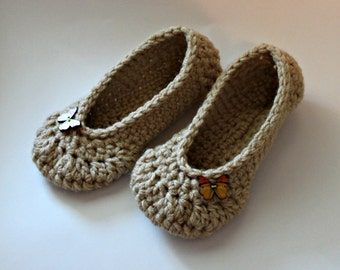 linen colored crochet women's slippers with butterfly buttons, size 5 6