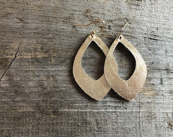 Pale Gold Keyhole Leather earrings