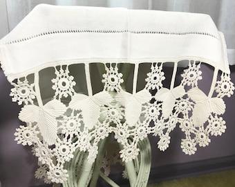Vintage   Doily Table Runner   white