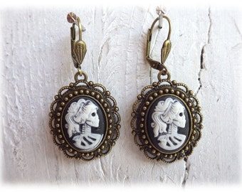 Miss bones - earrings bronzetone Gothic Calavera Skull Lady