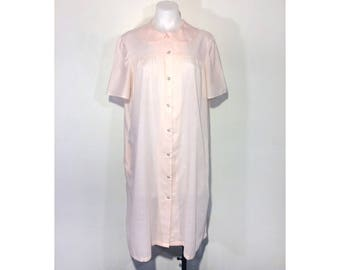 L-XL | sweet vintage 60's 70's pastel peach pink peter pan collar & button snap front house dress w/ pockets