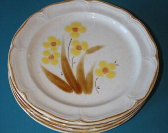 Vintage WELLINGTON Yellow Flower Dinner PLATE Classics Hearthside Japan Stoneware