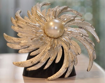 """Vintage Large Sarah Coventry """"STARBURST"""" Brooch with Faux Pearl / Sarah Coventtry Brooch / Statement Brooch"""