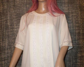 Women's Yves St. Clair Beige Short Sleeved Button Back Lacy Front Blouse Size 16