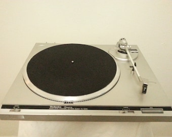 Vintage Technics SL-Q200 Auto Return Direct Drive Turntable/Working Condition