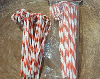 31 Vintage Plastic Candy Canes NOS Package Ornament Package Tie Craft Supply Lot (#1004)