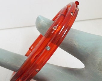 Vintage red lucite rhinestone coil stacked bangle bracelet clear translucent