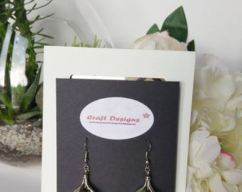 Silver leaf-shaped dangling earrings and black glass faceted bead
