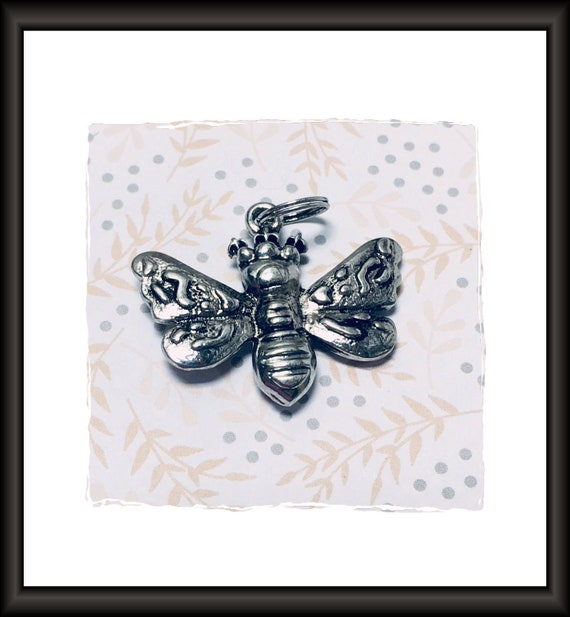 Antique Silver Queen Bee Charm / Pendant 30 x 35 mm