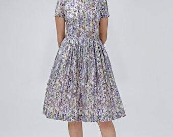 Robe à fleurs des années 1950 s'adaptent et flare robe lilas robe fleurie années 1950 lilas robe dos ouvert grande taille genou longueur robe de robe à manches courtes