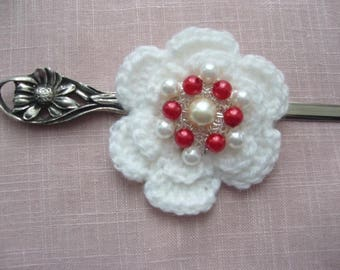 Handmade crocheted white flower brooch red and white acrylic pearls