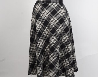 black and white plaid A line skirt vintage midi wool blend side zipper Pants Plus New York skirt small 28 inch waist