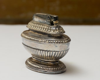Vintage Ronson Queen Anne Table Lighter Medium Silver Plate Holloware ca 1950 - In Working Condition