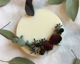 Round scented soy wax tablet