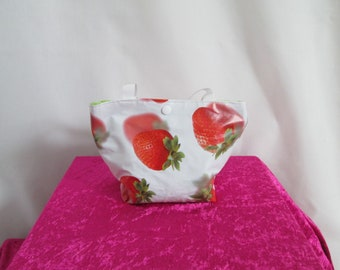 Mini tote bag child in white oilcloth with red strawberries