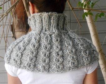Shoulder Cozy Capelet in Pale Gray Tweed