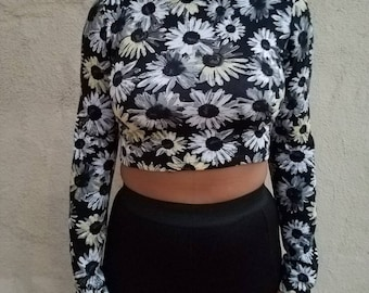 """Vintage """"Floral"""" Mock Neck Cropped Long Sleeve Midriff - 90's"""