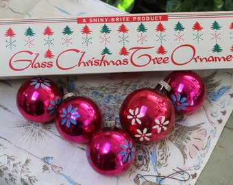 Shiny Brite box of Christmas Tree Ornaments LOT of 5 Mercury Glass Stenciled Flowers Pink VINTAGE by Plantdreaming