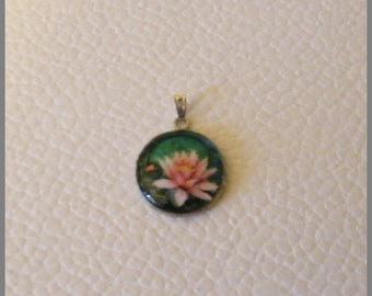 "Round pendant with necklace ""Lotus rose"" - resin Cabochon and silver"