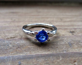 Small Vintage Sapphire Blue Ring - Silver Tone