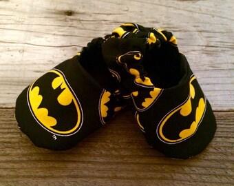 Batman baby booties, batman baby shoes, batman baby gifts, batman baby shower, batman booties, batman baby moccs