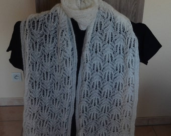 Scarf hand knitted white off