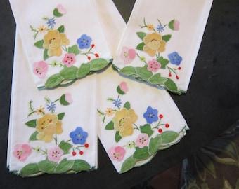 4 VINTAGE APPLIQUED hand towels, vintage linens