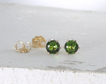 Peridot Earrings August Birthstone Earrings Gold Stud Earrings Green Stud Earrings Peridot Earrings Birthstone Jewelry Holiday Gift For Her