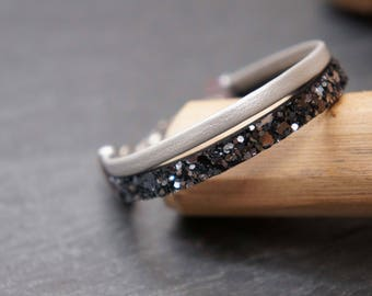 Child bracelet black and white iridescent