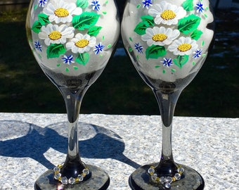 Black Wine Glasses With Hand Painted Daisies and Wine Glass Charms Set of 2-12 oz, Birthday Gift, Wedding Gift, Gifts For Her