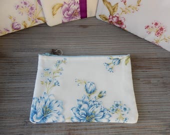 Clutch soft ivory and blue flowers