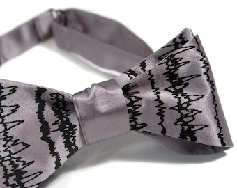 Brainwaves Bow Tie, EEG sleep cycles, brain waves print tie men's bow tie. Gift for neurologist, brain doctor, sleep study, insomniac gift.