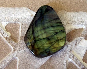 Lovely LABRADORITE kite shape designer cabochon. 22 x 31 mm. Super iridescence. High sheen polish 128L0021