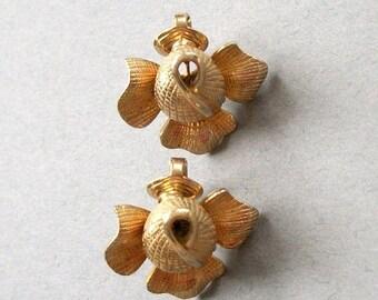 ON SALE Vintage Earrings CASTLECLIFF Flower Earrings Gold Tone Signed Stamped Clip On Figural Flower Earrings Set