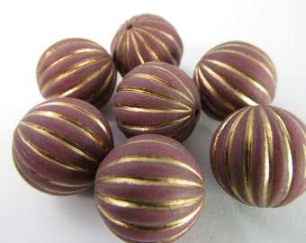 12 Vintage 16mm Gold and Wine Carved Lucite Beads Bd982