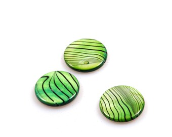 Shell bead grass green - beads green - round, flat 22 mm - 18 pieces - jewelry supplies beads