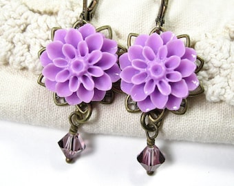 Bijoux de Style victorien, lilas Swarovski Crystal, laiton vieilli, chrysanthème, fleur de boucles d'oreilles, bijoux Floral, jewelrybyNaLa